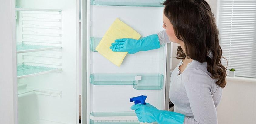 cum se curata corect un frigider